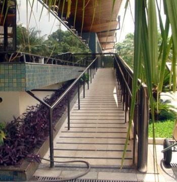 Rampa de acesso ao restaurante da piscina olímpica