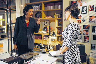 Teresa e Ingrid discutem sobre namoro de Miguel com Luciana