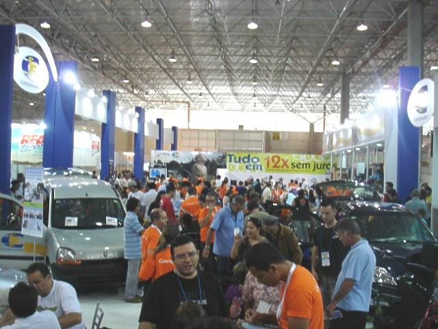 Imagem da feira lotada