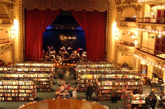 interior da Livraria Ateneo