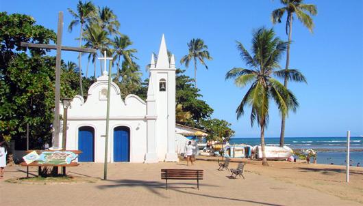 Igreja em frente à Praia do Forte