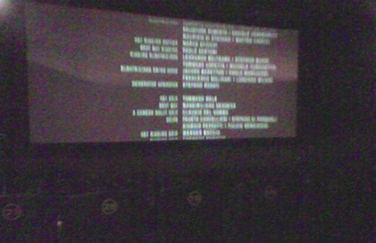 Tela de cinema vista por quem se senta no lugar reservado