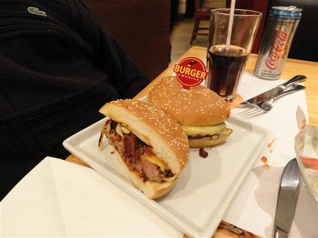 hamburger cortado ao meio - ilustração de capa