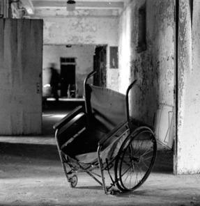 Cadeira quebrada