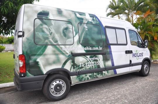 vans adaptadas que transportam 4 cadeirantes + 4 passageiros
