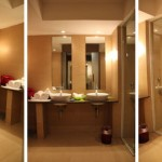 O banheiro só não é perfeito por causa do blindex no chuveiro e do banquinho, que poderia ser mais baixo.
