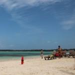 A praia é segura e ainda há salva-vidas por perto