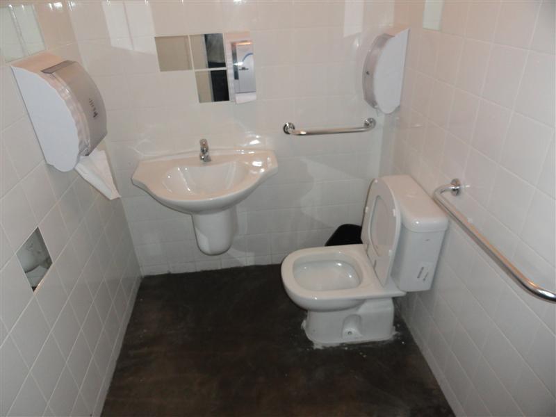 banheiro dentro dos padrões com acesso facilitado