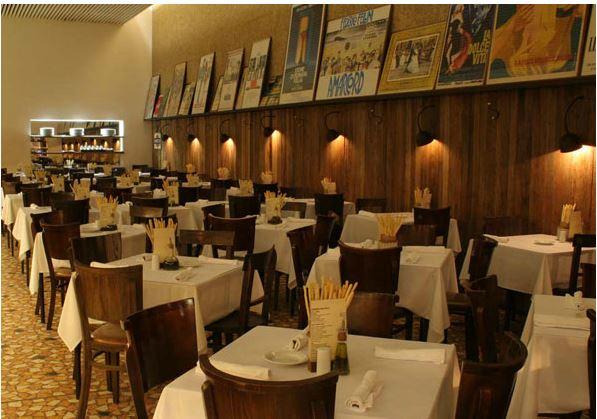 salão principal do restaurante: ótima circulação
