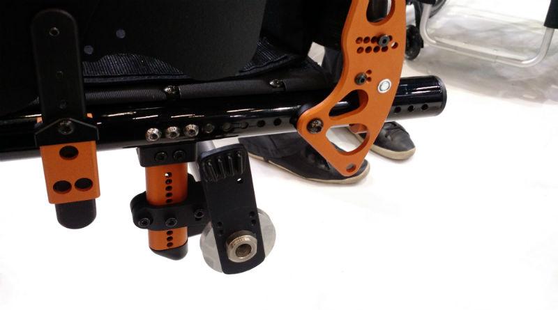 Detalhe dos ajustes e acabamento da cadeira de rodas Rogue