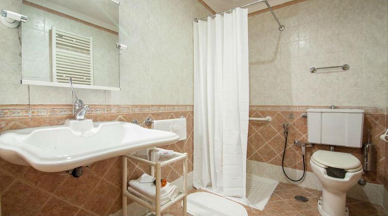 Banheiro adaptado do Hotel Pomezia, em Roma